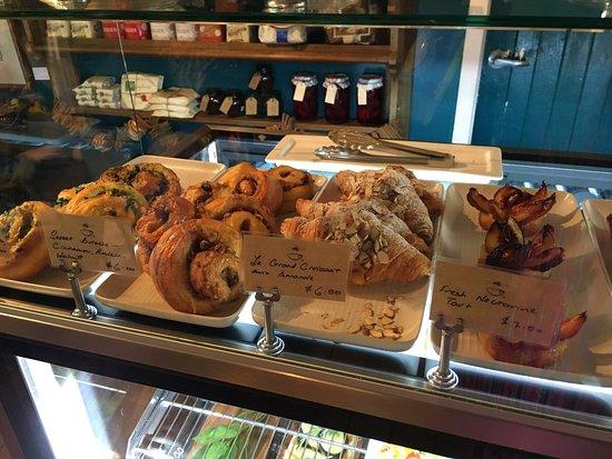 Turangi, Nueva Zelanda: Tasty hamburger, delicious nectarine tarts and every thing else we wish we were able to taste.