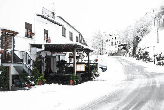 Trevelez, Spania: The restaurant approaching from Torvizcón