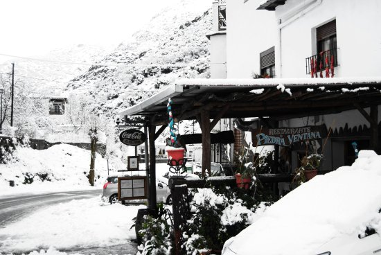 Trevelez, Spania: The restaurant approaching from Pampeneira