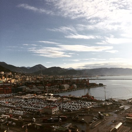 Lloyd's Baia Hotel: DAy time view
