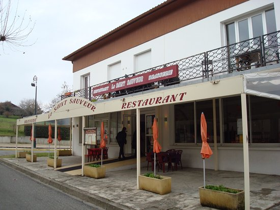 Saint-Sauveur, France: L'autre façade.