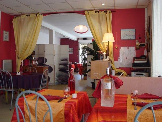 Saint-Sauveur, France: La 2 ème salle pour la semaine. (avant les clients).