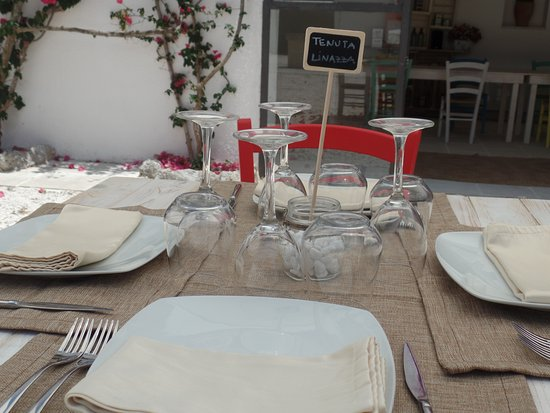 Andrano, Italy: Comida al aire libre...