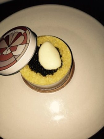 Eleven Madison Park: Food is good and it's quite a nice atmosphere; however it wasn't for me