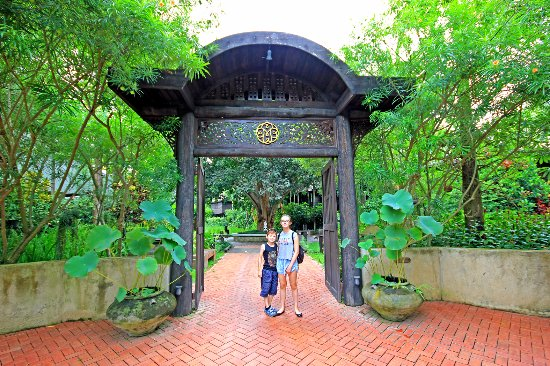 Saraphi, Thailand: entrée vers la réception...
