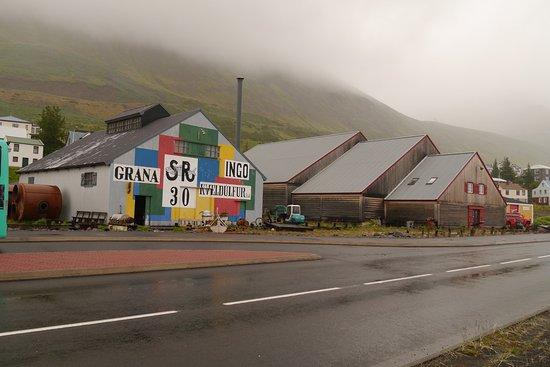 Siglufjordur, ไอซ์แลนด์: Bootshaus und ehemalige Fischmehlfabrik