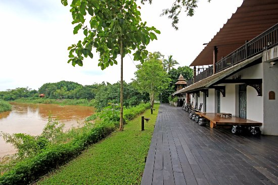 Saraphi, Tayland: espace où vous pouvez vous balader, le long du fleuve...