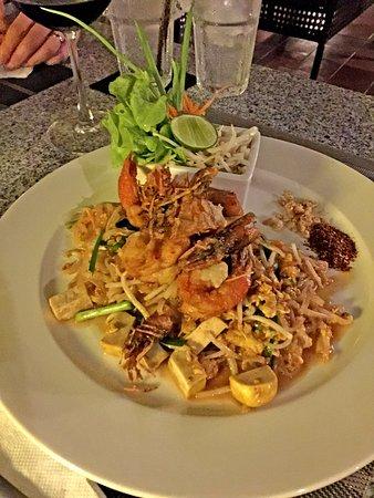 Saraphi, Thailand: très bonne cuisine... à toute heure de la journée