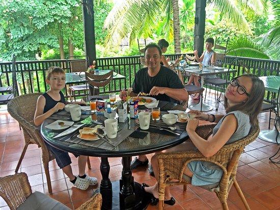 Saraphi, Thailand: espace petit-déjeuner, le bonheur commence dès le réveil!