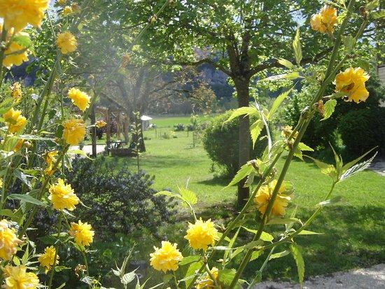 Tour-de-Faure, Frankrike: vue du jardin