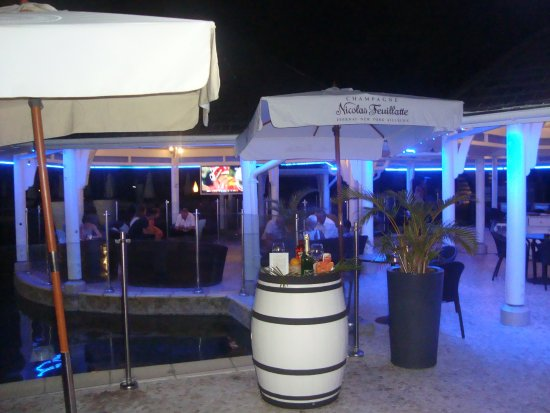 Le Bar - LUX* Saint Gilles