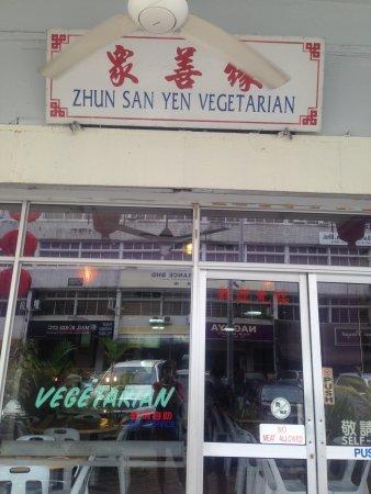 Zhun San Yen Vegetarian Food: front door
