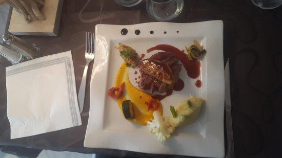 Banyuls-sur-mer, France: Tournedos de coeur de rumsteck. Foie gras poêlé sauce banyuls