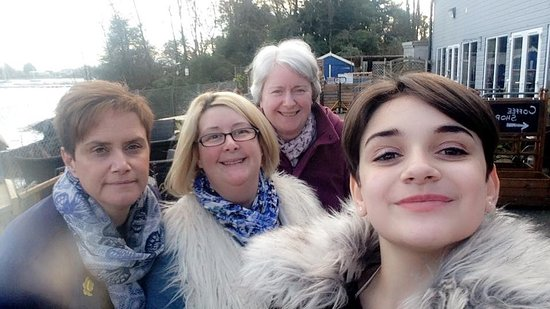 Connel, UK: Myself,sister,niece and her mummy, with full tummys after our delicious afternoon tea.