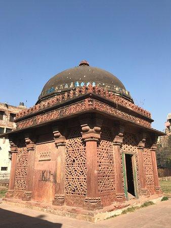Sheikh Yusuf Qattal's Tomb (New Delhi, Indien) - anmeldelser
