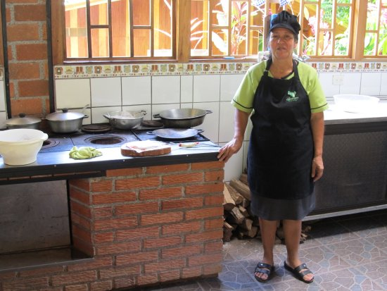 Los Campesinos Ecolodge: Cook in front of wood burning stove