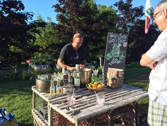 Bay Fortune, Canadá: The Feast - very important Gin and Tonic station!