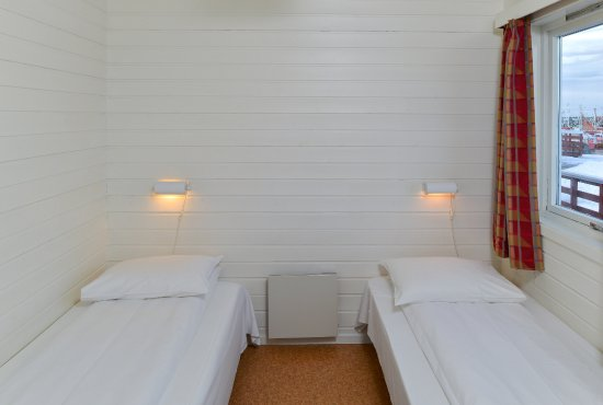 Andenes, Norveç: Each cabin has 2 twin bed rooms, for 4 guests