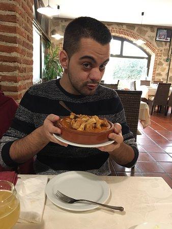 Navaluenga, İspanya: Genial el sitio, comida muy buena y la atención de 10, la dueña muy atenta y siempre con una son