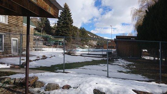 Heise Hot Springs: 冬場は温泉プールのみ営業してる