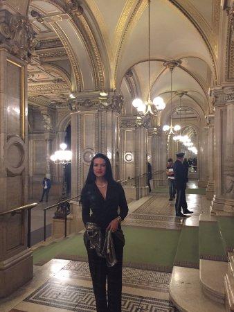 Grand Hotel Wien: 4 min walk from Wien staatsoper
