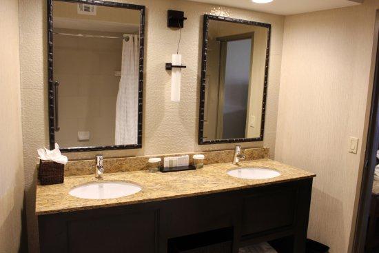 Badezimmer Mit Badewanne - Picture Of Embassy Suites By Hilton ... Badezimmer Mit