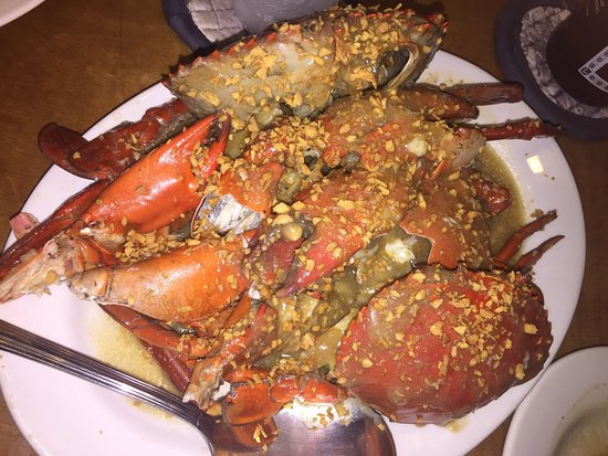 Kinabuch Grill & Bar: Yum❤️️.  Crab with garlic butter sauce, Water Spinach, Chicken with ginger and Crumbed Woodworms