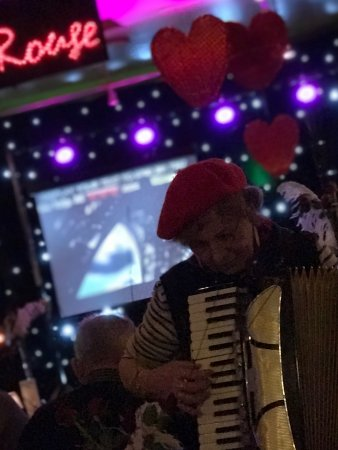 Langport, UK: great entertainment fitted a valentines theme