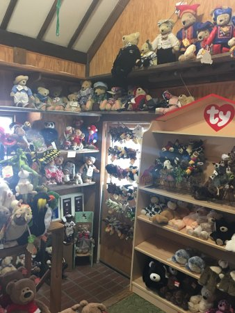 Hugging Bear Inn & Shoppe: Teddy bears!
