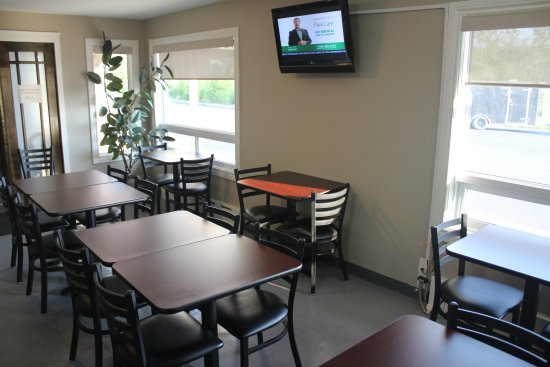 Moonlight Inn And Suites Sudbury : Breakfast Room