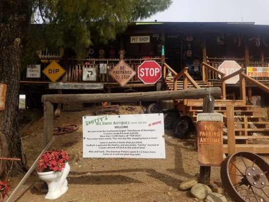 Mayer, AZ: Great antique store loved it.... Definitely worth stopping by to see and check it out the staff