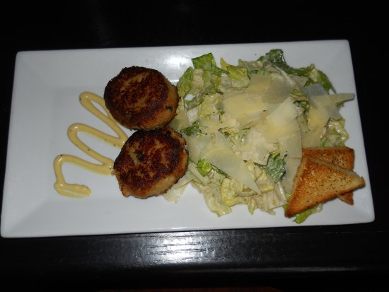 Pomfret, CT: Grill 37 crab cakes