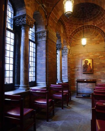 St. Bartholomew's Church: Quiet corner in St Bart's with the New York Adventure Club
