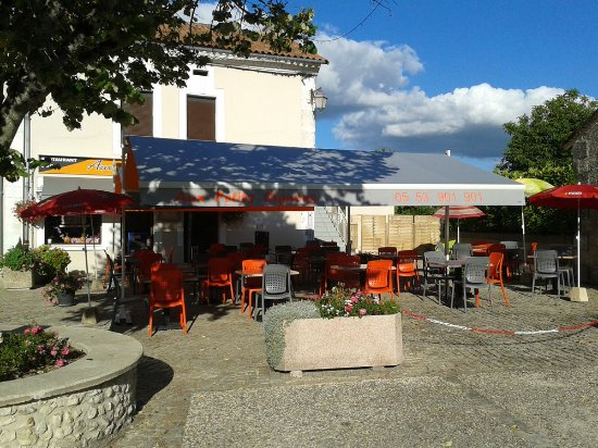 Riberac, Fransa: The Outside Summer Seating Area