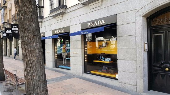 Christion louboutin store picture of calle de serrano - Calle serrano 55 madrid ...