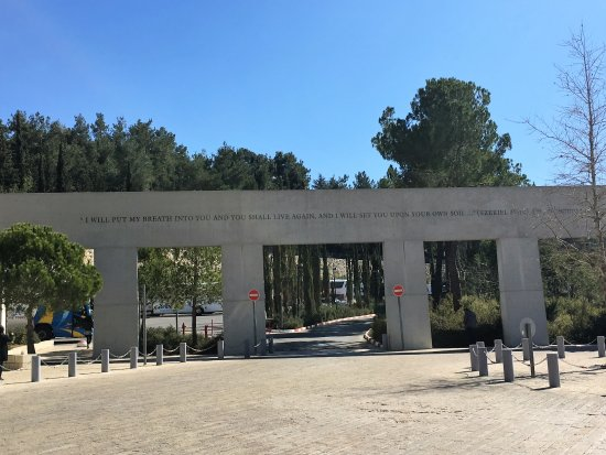Rent a Guide Israel Tours: Yad Vashem, Holocaust Museum