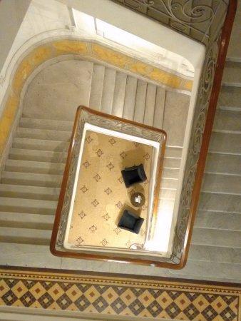 Esplendor by Wyndham Savoy Rosario: Hermosa escalera