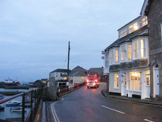 Harbour View Guest House: The guest house on Newlyn harbourside at dusk
