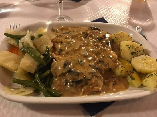 Donaldo's: chicken breast with mushroom sauce