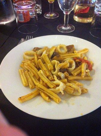 Lanuvio, Italy: strozzapreti fungo porcino e frutti di mare