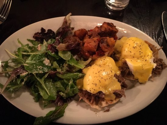 121 Fulton Street Restaurant: Pulled Pork Benedict