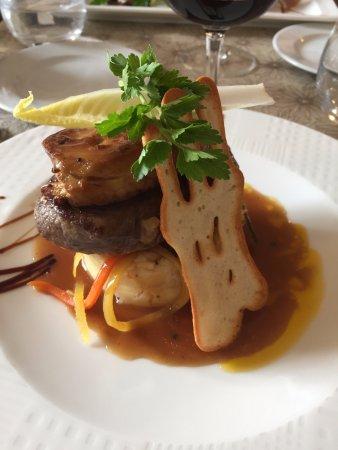 Souillac, Francia: Filet de boeuf Rossini, écrasée de pommes de terre au parfum de truffe, légumes de saison