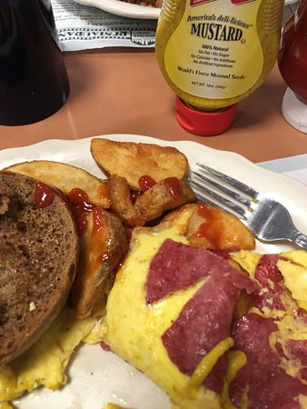 Vernon Rockville, CT: Salami and egg omelet with FF and pumpernickel bagel