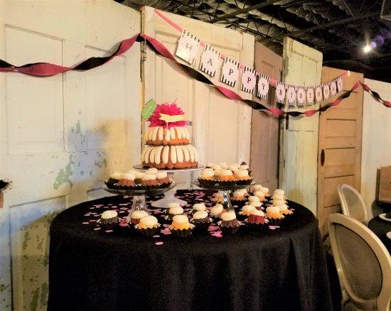 Waxahachie, TX: Let's eat birthday cake
