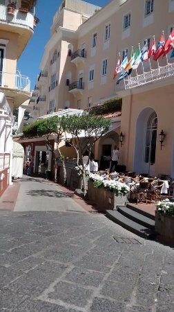 Via Camerelle: Ruas de Capri, o perfume é delicioso.