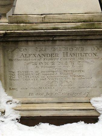 Patriot Tours : Hamilton's grave at Trinity Church