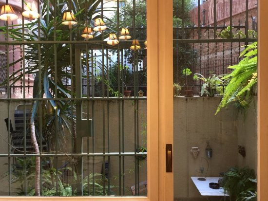 BarcelonaBB: Patio near breakfast area