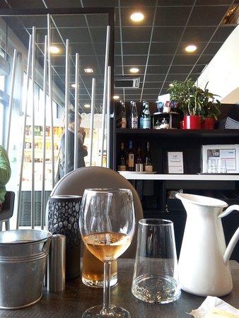 Quevert, France: côté restaurant
