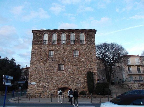 La tour carré - Picture of Promenade Aymeric Simon Loriere ...