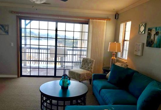 Copperopolis, CA: Stunning Lake View Condo
